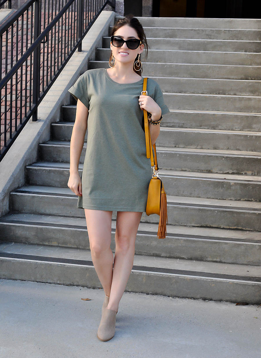 t-sHIRT dress from H&M for petite girls - style blogger Erica Valentin